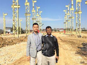 Bangladešo klientai atvyksta apsilankyti naujame fabrike, kurį mes statome