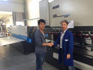 Kipro klientas aplanko spaudos stabdžių mašiną ir pjaustymo mašiną mūsų gamykloje