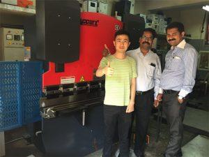 Indijos klientai aplanko gamyklas ir parduoda mašinas