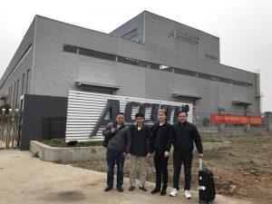 """Rusijos klientai aplanko """"Double Linkage Bending Machine"""" mūsų gamykloje"""