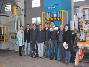 Peru delegacija atvyko aplankyti mūsų gamyklą ir nusipirkti mašinas