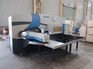 didelio greičio CNC perforavimo mašina 30 tonų su Oi-PO cnc valdymo sistema