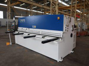 didelis pjovimo tikslumas QC12Y 4 × 2500 lakštinio metalo pjaustymo mašina plieno plokštė hidraulinė pjovimo mašina